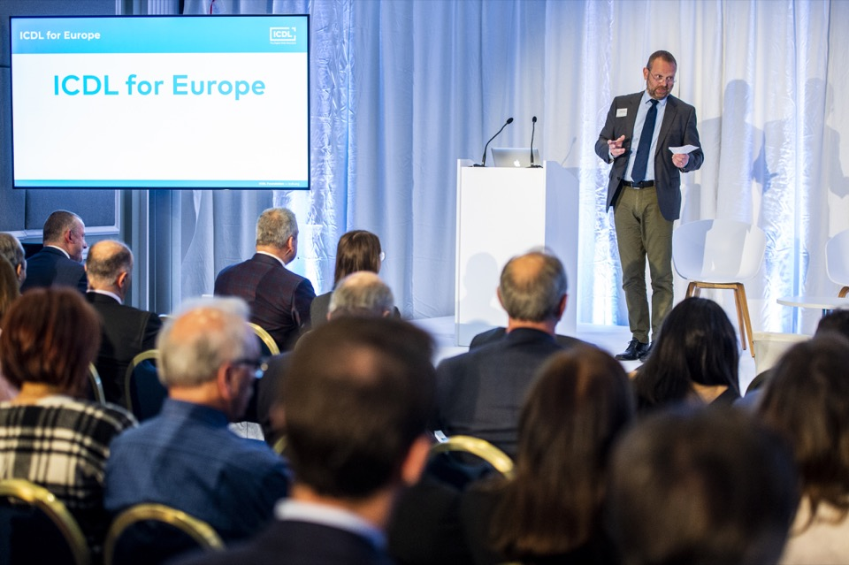 Tony Franke launches ICDL in Europe